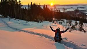 jury vychod slunce v snehu